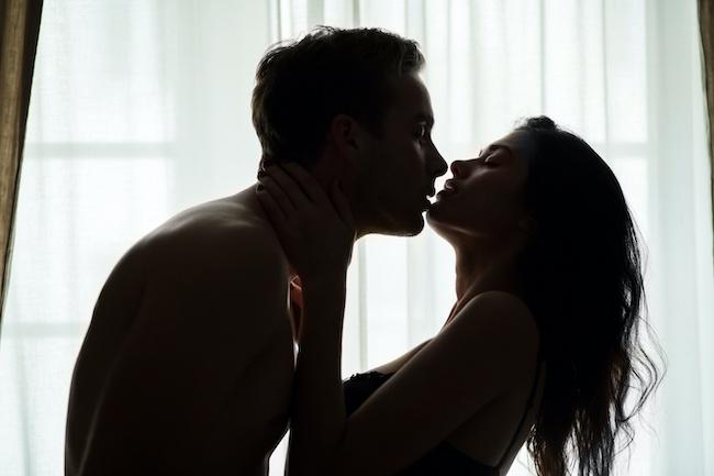 男性がキープ女子にするキスの特徴とは