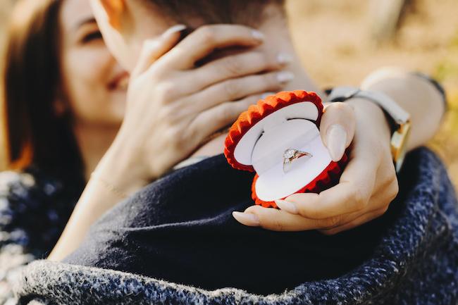 婚約指輪はいらない?婚約指輪を買わなかった夫婦の本音大調査!