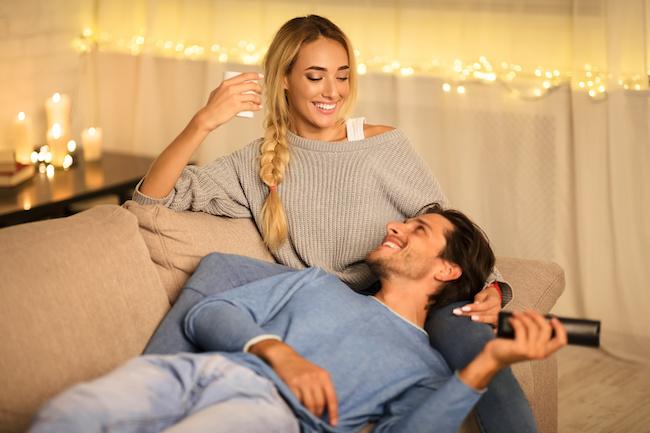 彼ともっとラブラブに!お家デートで性欲が湧きやすい映画ジャンル3選