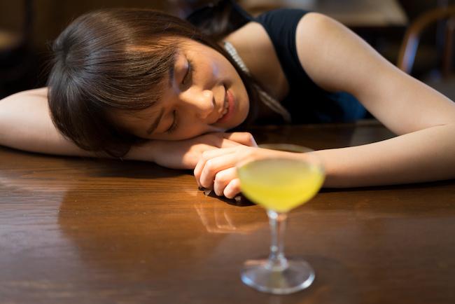 さすがにひいたわ…。男性が嫌だった女性の酔っ払った時の仕草