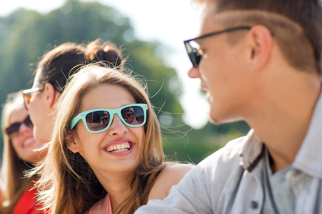 アピールされてる…!?男性が女友達を意識した時にとる行動3つ