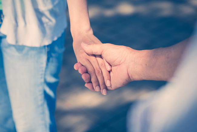 男にもあるんです…男性が彼女と手を繋ぎたがる時に思ってること
