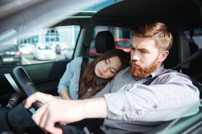 ドライブデートの注意点!男性が助手席の女性にイラつくケース