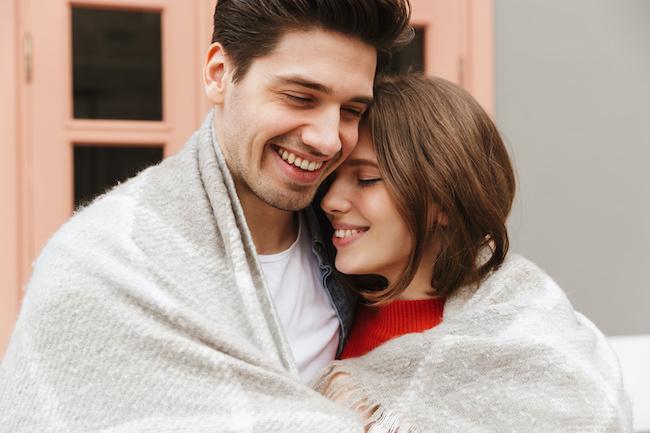 最初で最後の出会いです!男性が「一途に愛する」彼女の特徴