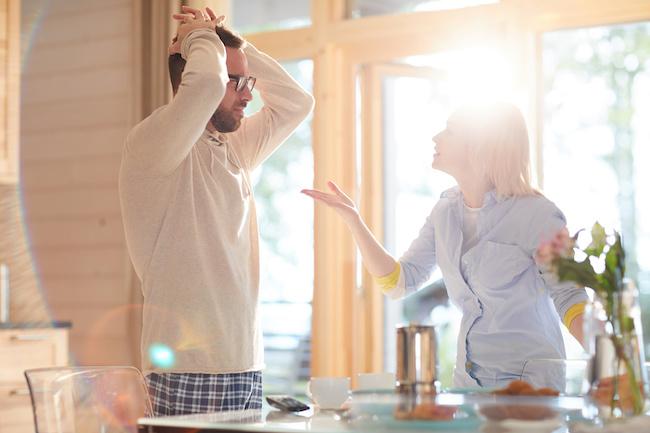 離婚寸前の夫婦喧嘩…!後悔しないための正しい距離の置き方4選