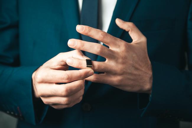 正直「独身」に戻りたい…。結婚を後悔している既婚男性の特徴
