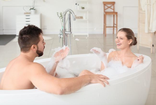 イチャイチャ度が上がる!カップルでお風呂に入る時の座り方