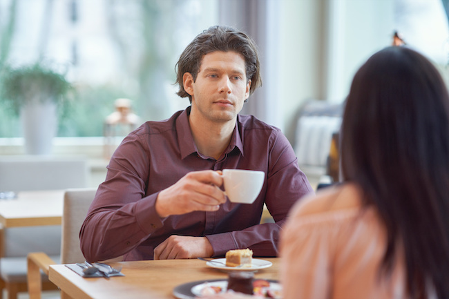 奢りたくないな…男性が思わずケチりたくなる女性の態度4選