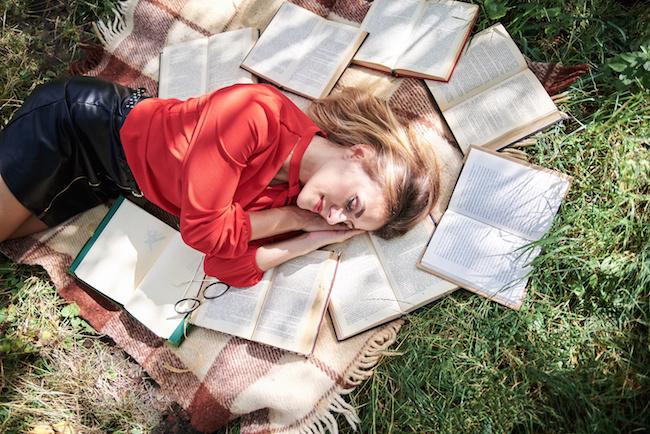 恋愛気分をあげたい夜に♡秋の夜長に読みたい文豪の恋物語3選