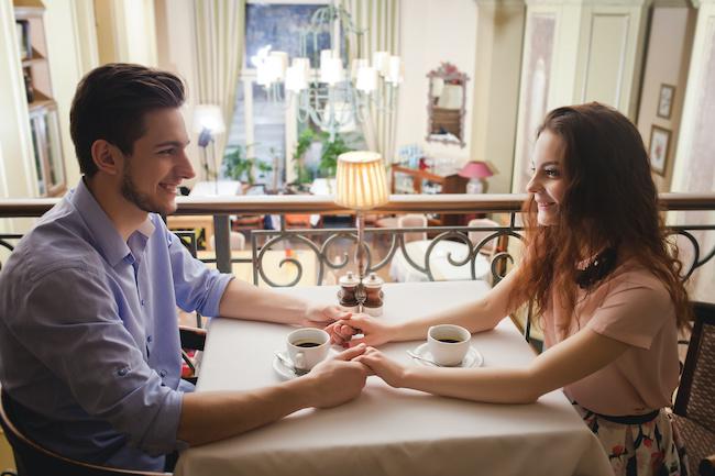 真剣に付き合いたいと男性に思わせる女性の特徴と行動