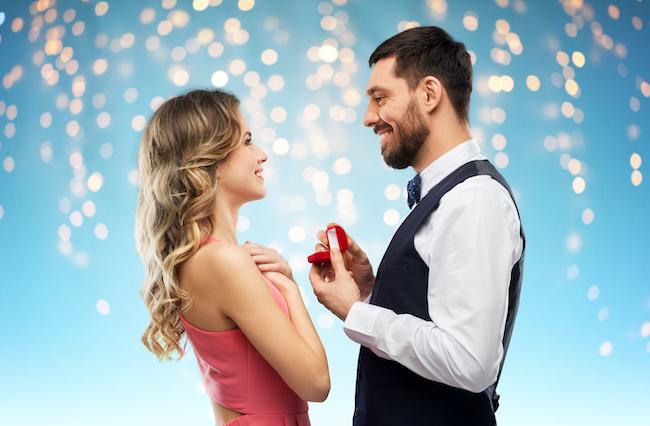 お付き合いは結婚前提…!?30代後半男性の恋愛の特徴3つ
