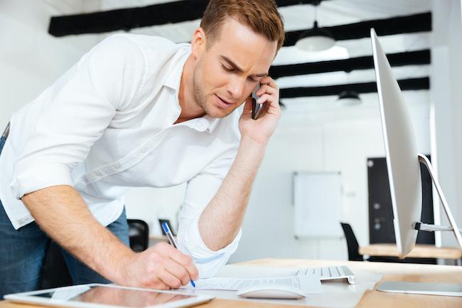 忙しくしているのはなぜ…?恋愛より仕事を優先する男性心理