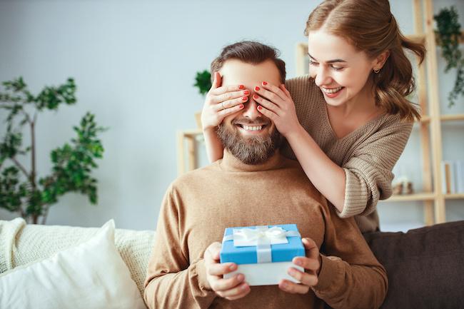 同棲中の彼氏にサプライズプレゼントするときの注意点3つ