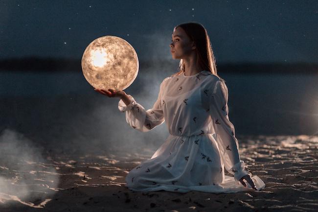 女子力も恋愛運も上がる!?試してみたい月の力と女性の関係