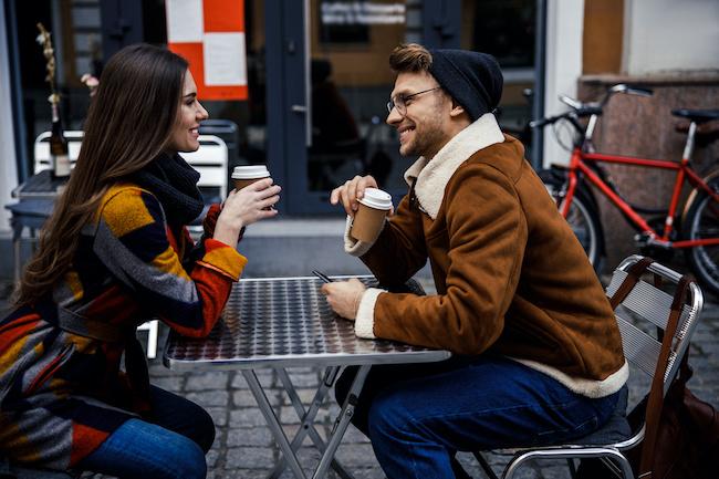 好きになっちゃう!男が何でも話せる異性を魅力的に感じる理由