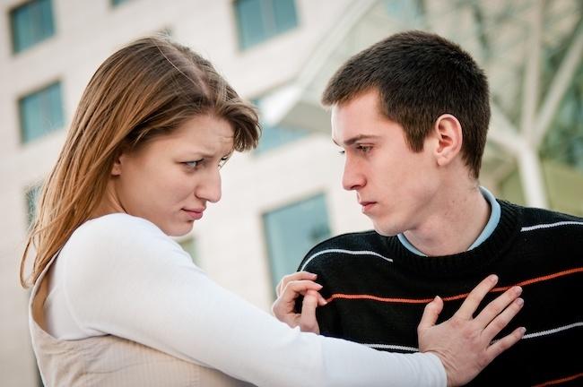 彼氏がいるのに男友達に告白された!どうしたらいいの?