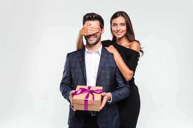 不倫&既婚者の彼にプレゼントをする時の注意点!!