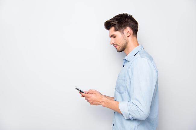 連絡頻度の期間でわかる!?定期的に連絡してくる男性の心理