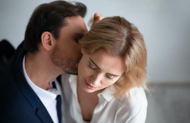 純粋な愛情じゃない!?男性がキスマークを首筋につける心理