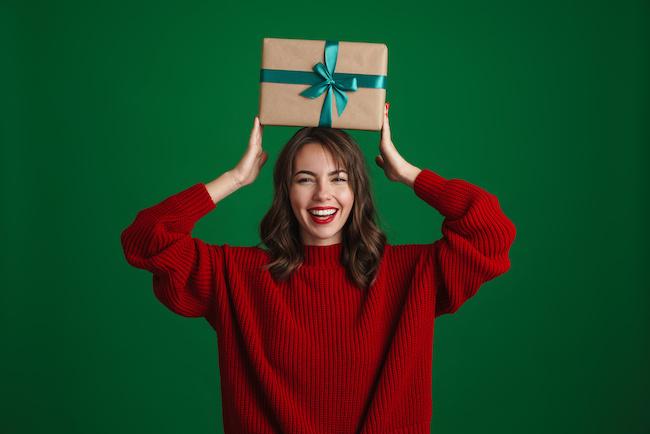 クリスマスデートも夢じゃない!?気になる男性へのクリスマスプレゼントの渡し方&選び方画像