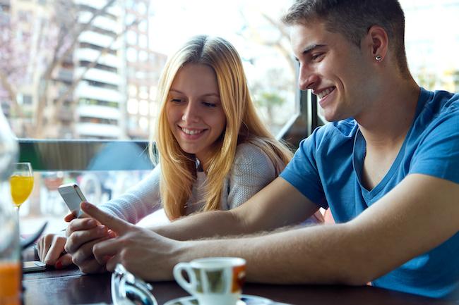恋バナの切り出し方に迷ったら…恋愛話に発展しやすい会話ネタ