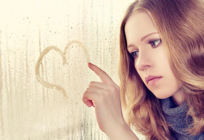 恋じゃなくてただの寂しさかも...?恋愛感情と人恋しさを見分けるポイント