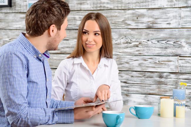 「甘えたい…」が本音?女性に頼みごとをするときの男性心理