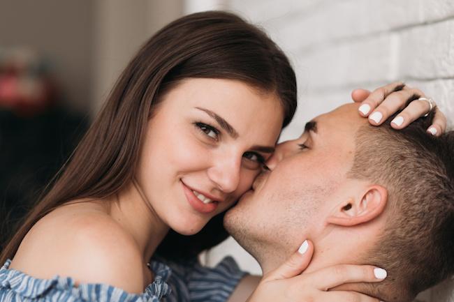 可愛すぎっ...「今すぐキスしたい!」と思うデート中の彼女の行動