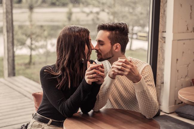 【男の願望です】男性が本当に求めている女性からの「癒し」行動3つ