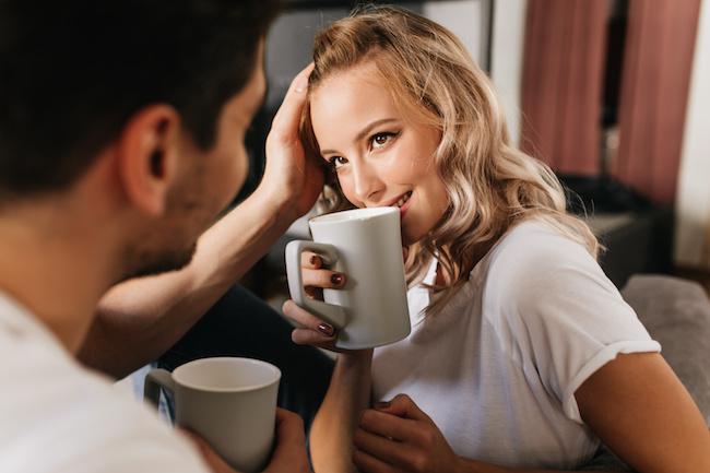 「俺色に染めたい!」男性がピュアな彼女にキュンした瞬間3つ