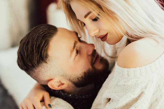 「君だけだって分かって欲しい!」彼氏が一途な愛を伝えたい時に見せる本気サイン3つ