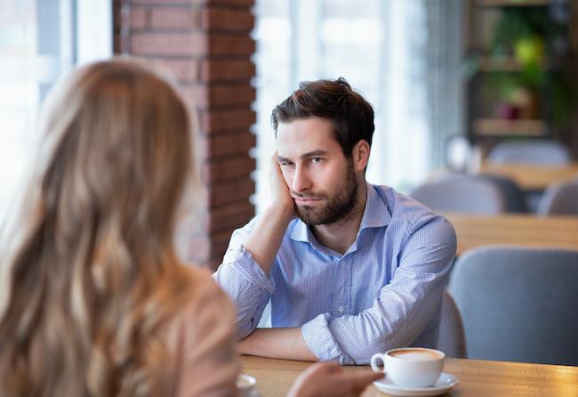 モチベーション下がる…男性が仕事に集中できなくなる彼女の言動
