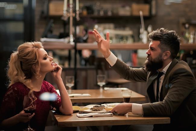 付き合っちゃダメ...!彼氏にすると要注意の「守ってくれない男」の特徴