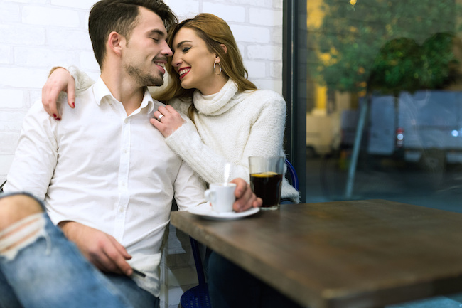 不倫対策強化...!結婚してから「モテてしまう」男性の特徴3選