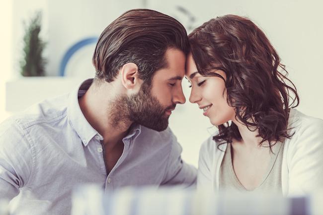 運命かも...?前世で恋人や結婚していた可能性がある人に現れる【スピリチュアルサイン】