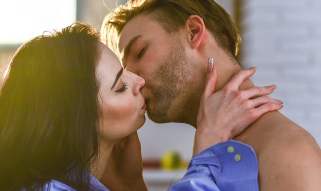 またしたくなっちゃった♡男がどハマりする【上手なキス】の共通点