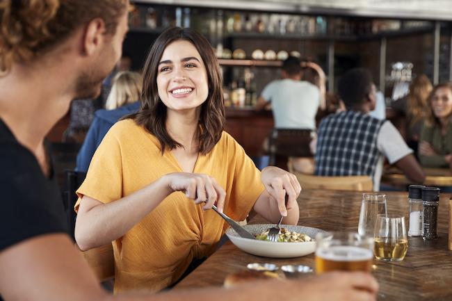 男の本音を公開!食事中に男性が「かわいい!」と思う行動