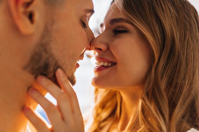 ずっとしてたい...!男が「夢中になっちゃうキス」のポイント3つ
