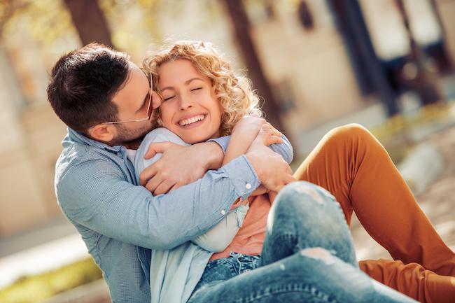 【男性心理を解説!】男性が彼女を『抱きしめたい…』と感じる瞬間とは画像
