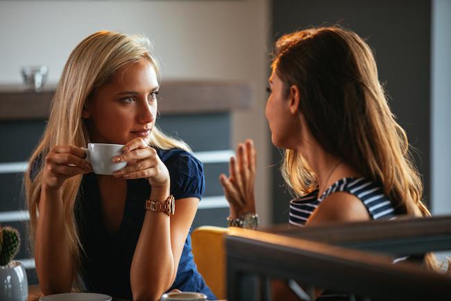 叱るべきが友情...?友達の「不倫話」を聞いた時にとるべき態度とは