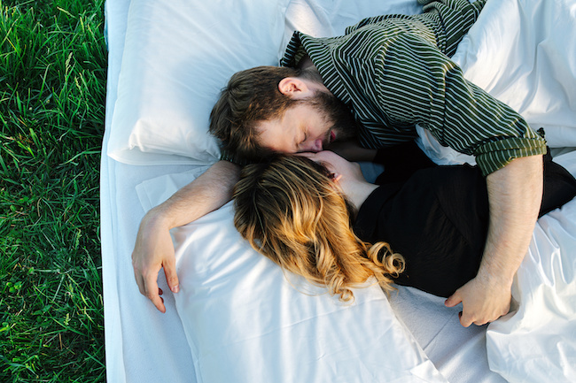 「ムラムラしちゃうだろ♡」眠れなくなる彼女の添い寝テク