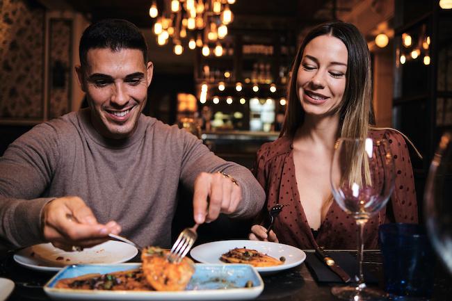 【本音が知りたい】「定期的ご飯に行く男性」の心理とは?