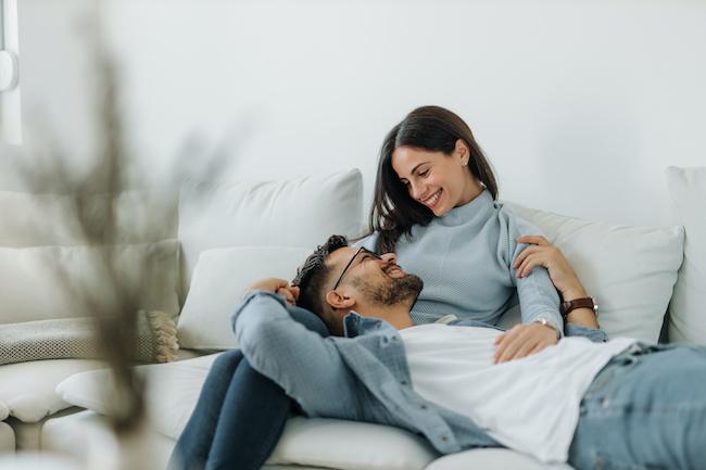 「恋人」と「夫婦」は違う!結婚生活で頼ってはいけないNG項目