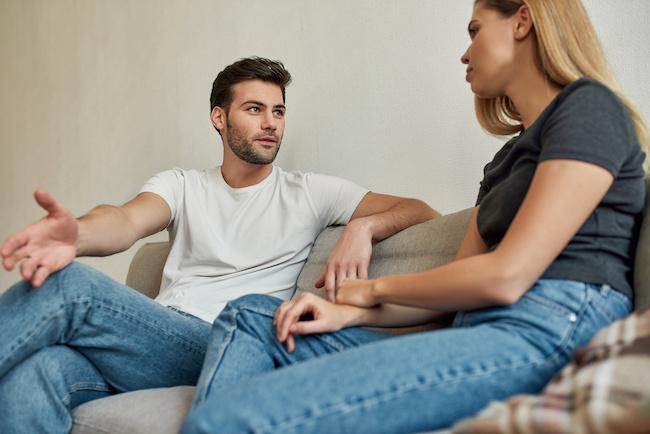 心理的観点で解説!「ウソ」をついている男性の7つの言動