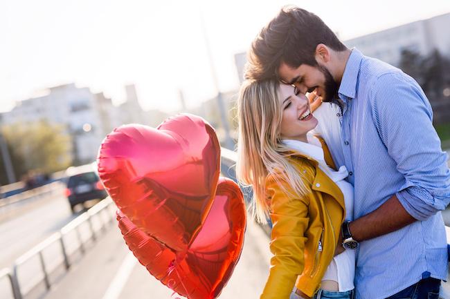 【星座別】恋するとどうなる?「天秤座男性」の好きな人への態度