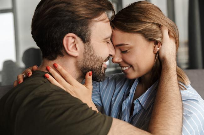 「もぅ理性が保てない!」男性が夢中になるキスの仕方