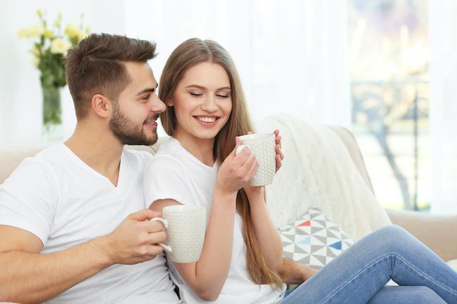やっぱり男性は癒しを求めてる?居心地のよい女性の行動4選
