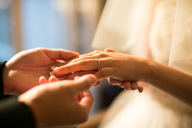 男性が結婚しようと決意する瞬間とは?【ひとみしょうの男ってじつは】