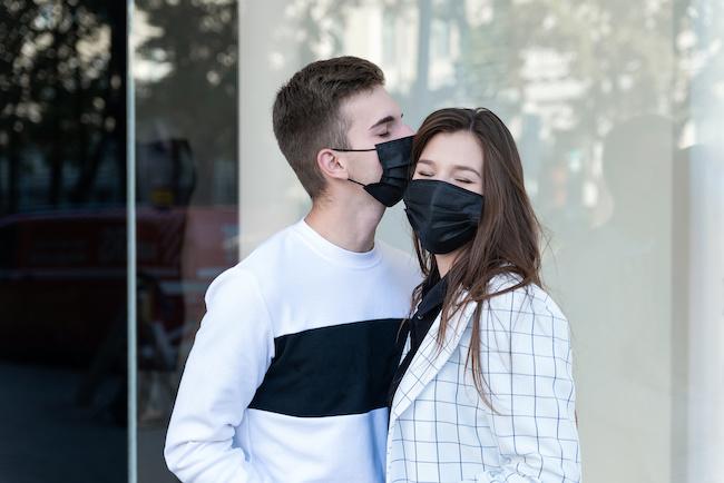 【必見】彼氏とお揃いのマスクで「デート」するメリット